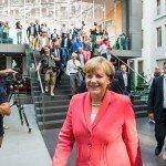 Het liefste wil Merkel de deelstaten buitenspel zetten en een strenge lockdown doorvoeren. Maar kan ze dat ook?