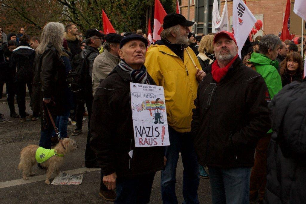 Op de NPD-partijdag kwamen meer dan duizend tegendemonstranten af. Foto: Duitslandnieuws/Roy van Veen