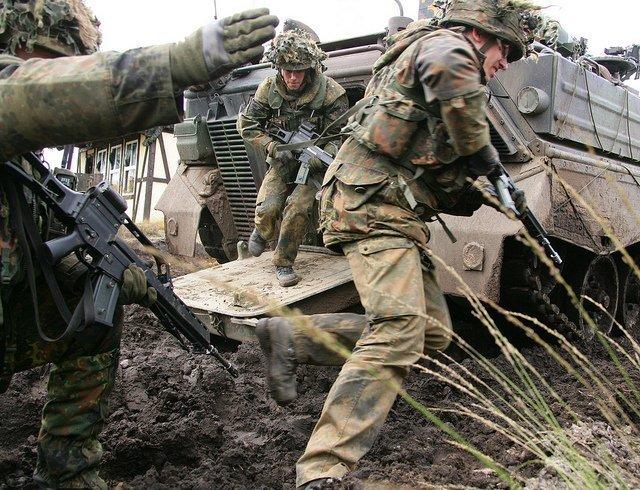 Soldaten van het Panzergrenaderie-batallion met het standaardgeweer G36. Foto: Flickr/Bundeswehr.