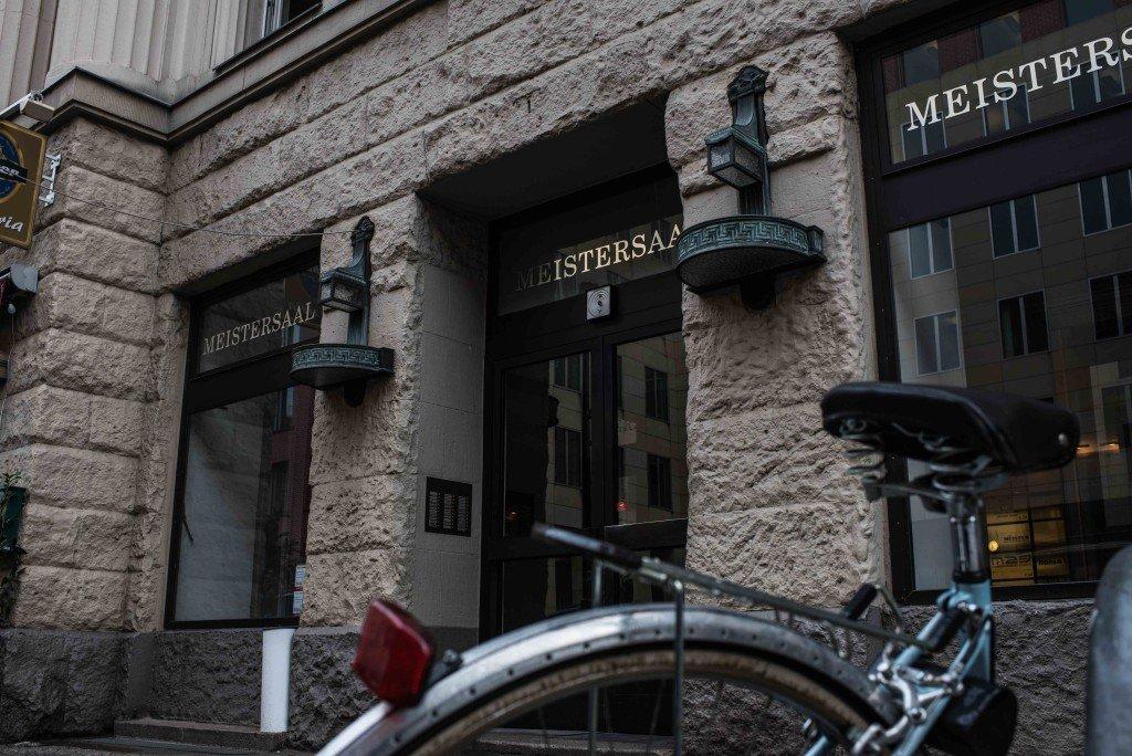 Ingang van het gebouw van de Hansa-Studios vlakbij Potsdamer Platz. Bowie nam er drie albums op. Foto: Pieter Heijboer.
