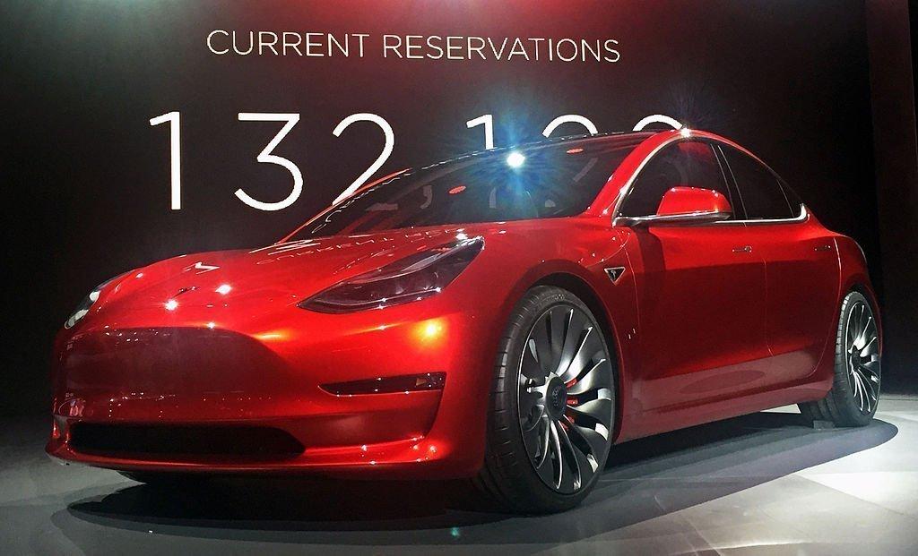 Tesla, E-mobiliteit