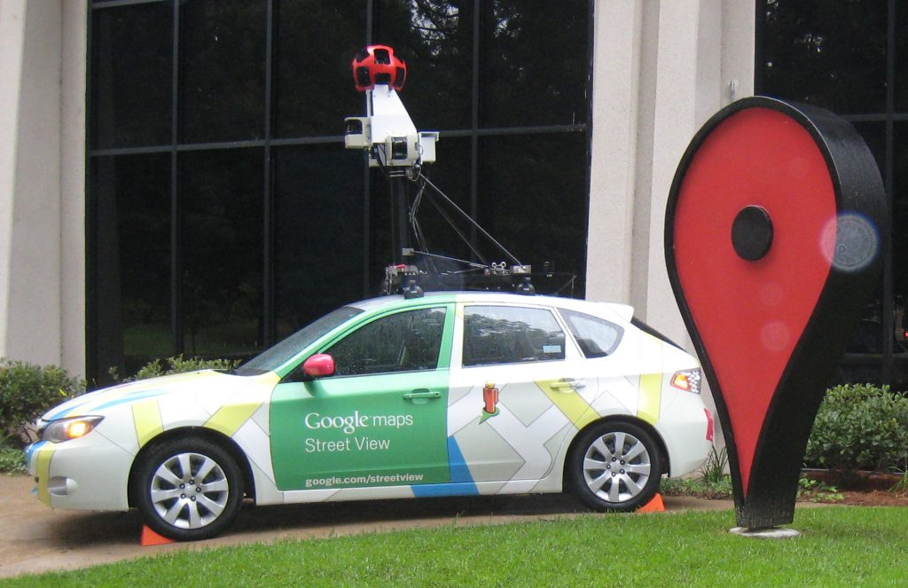 Google Streetview auto met de bekende camera op het dak. Bron: Wikimedia Commons.