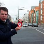 Grensregioraadslid Jeffrey Rouwenhorst protesteert in Berlijn tegen Duitse tol